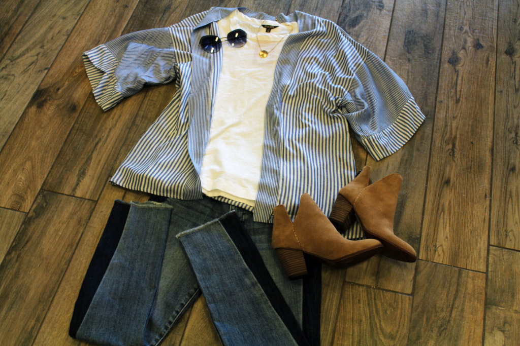 Outfit with jeans, white t-shirt, blue & white striped kimono, brown boots and Mykita sun glasses